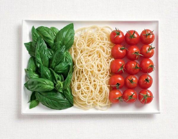 Italia con albahaca, pasta y tomate.
